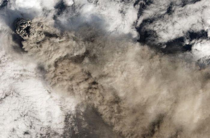 Вулканы, вид из космоса (32 фото)