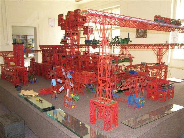 Самые огромные конструкции из конструктора (25 фото)