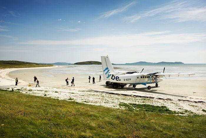 Аэропорт Барра - единственный в мире, расположенный на пляже (16 фото)