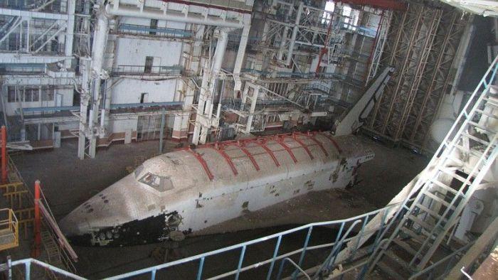Хранение космического корабля Буран (26 фото)