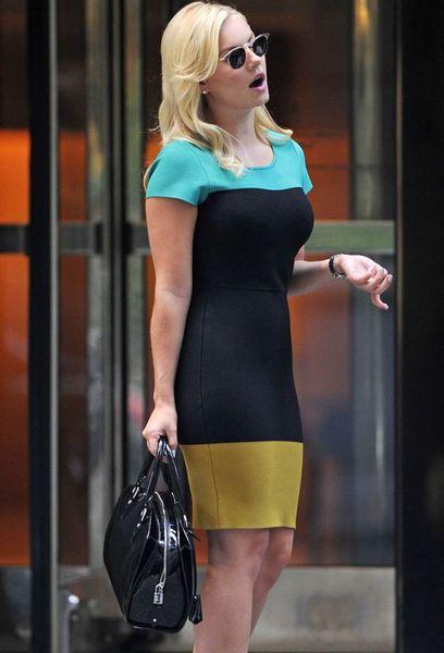 Элиша Катберт в странном разноцветном платье (7 Фото)