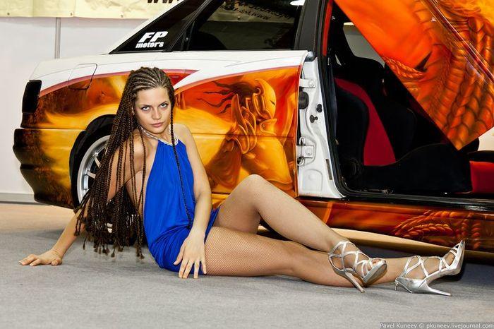 Девушки с автовыставки Интеравто-2011. Часть 2 (50 фото)