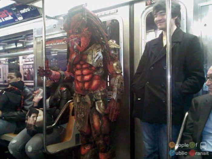 Странные люди в метро. часть 3. (89 фото)