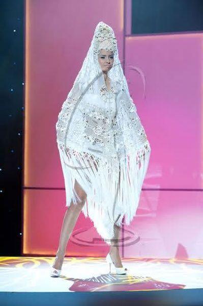 Мисс Вселенная - национальные костюмы 2011 (88 фото)