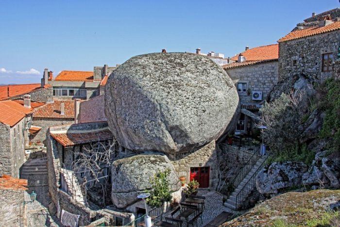 Самая португальская деревня Португалии – Монсанто (11 фото)