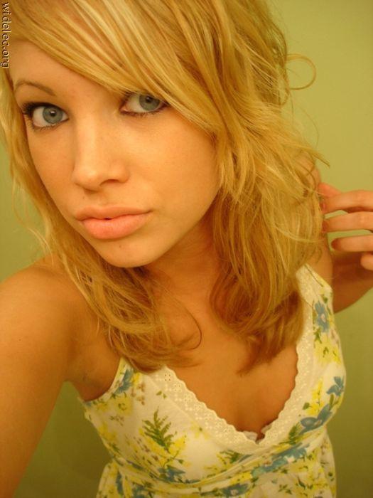 Молодая девушка домашнее фото 7