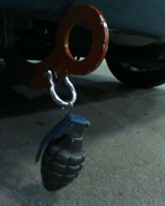 Автомобильные брелки на буксировочных петлях (31 фото)