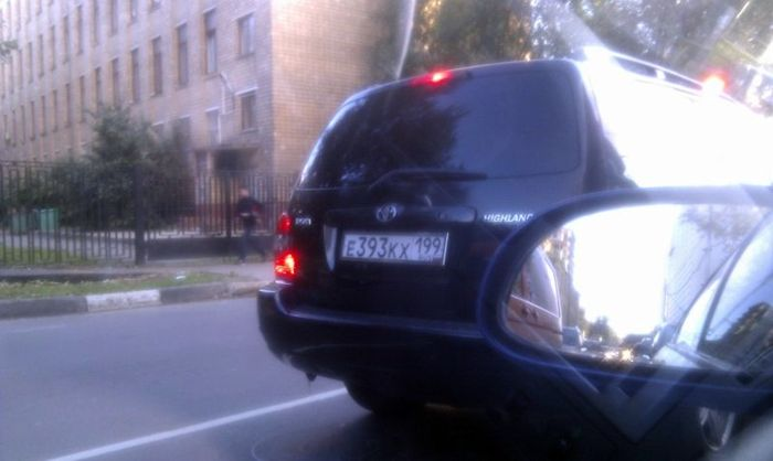 Машина за полтора миллиона, меченая властью (3 фото)