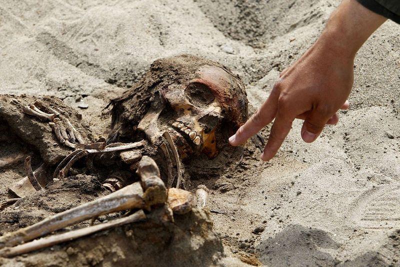 bones01 В Перу обнаружены останки принесенных в жертву детей