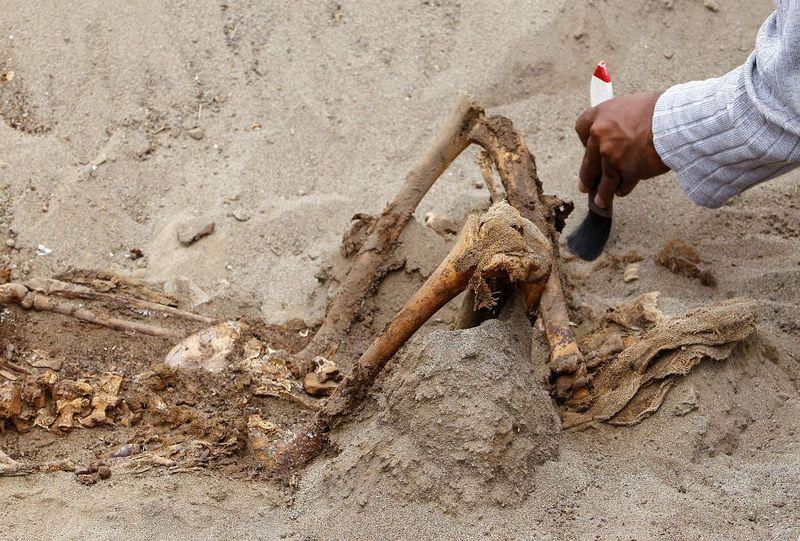 bones05 В Перу обнаружены останки принесенных в жертву детей