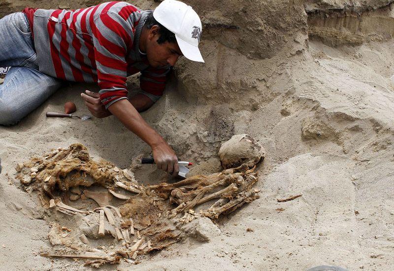 bones07 В Перу обнаружены останки принесенных в жертву детей