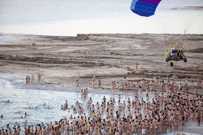Свобода по Тунику: голая тысяча на Мертвом море (9 фото)
