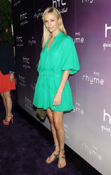 Charlize Theron в зеленом платье (5 фото)
