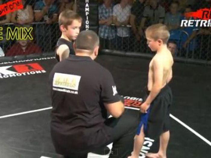 В Британии проводят детские бои без правил (12 фото + 1 видео)