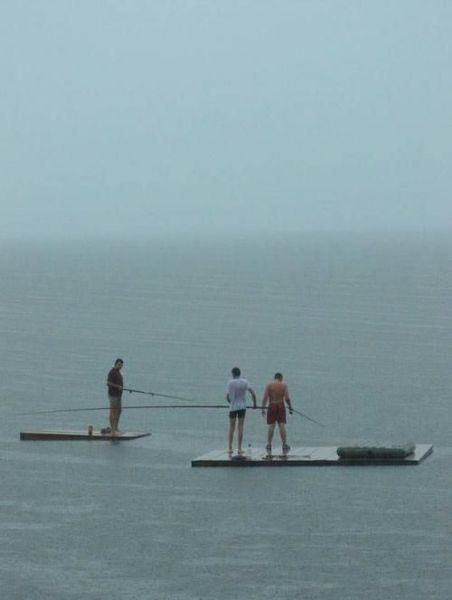Возбудительная рыбалка (3 фото)