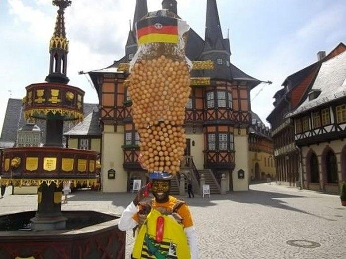 Григорий да Силва - африканский безумный шляпник (4 фото)
