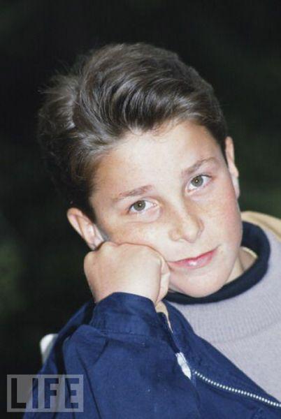 Знаменитости в детстве и сейчас (42 фото)