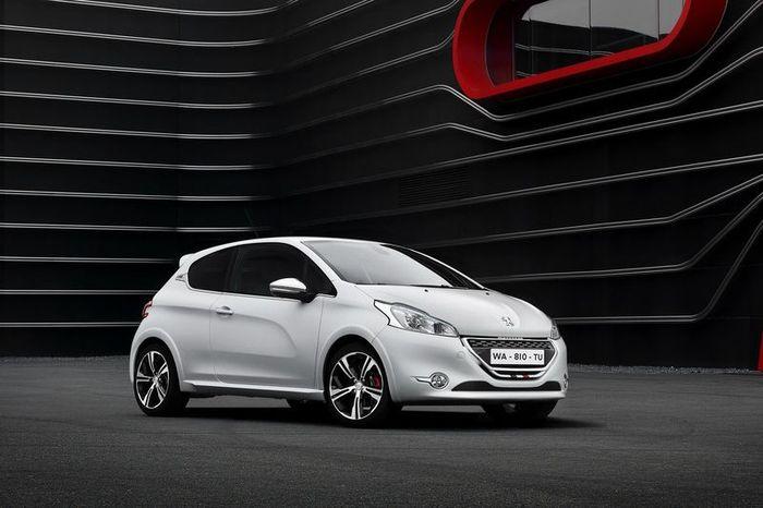 Компания Peugeot представит заряженный 208 GTi (33 фото)