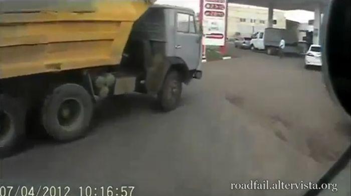 Большая подборка аварий с участием грузовиков (видео)