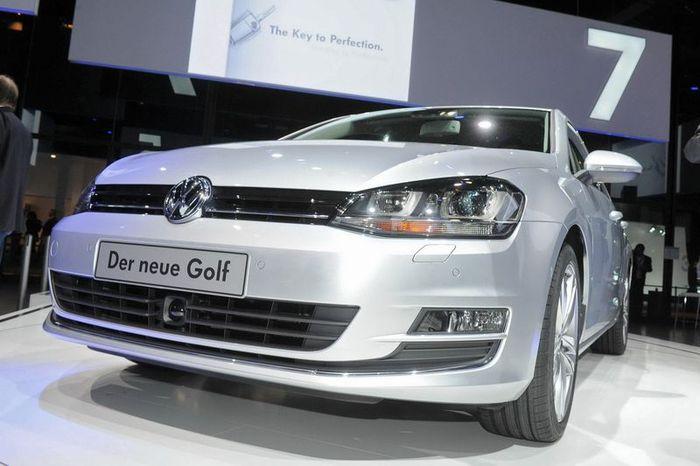 Компания Volkswagen представила новый Golf VII (79 фото+видео)
