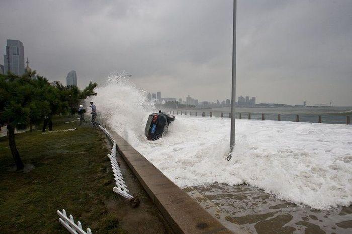 Тайфун Болавен (11 фото)