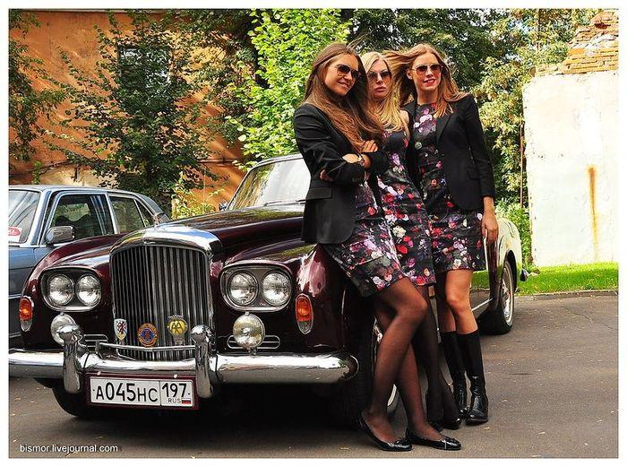 Женское ралли на ретро-автомобилях (58 фото)