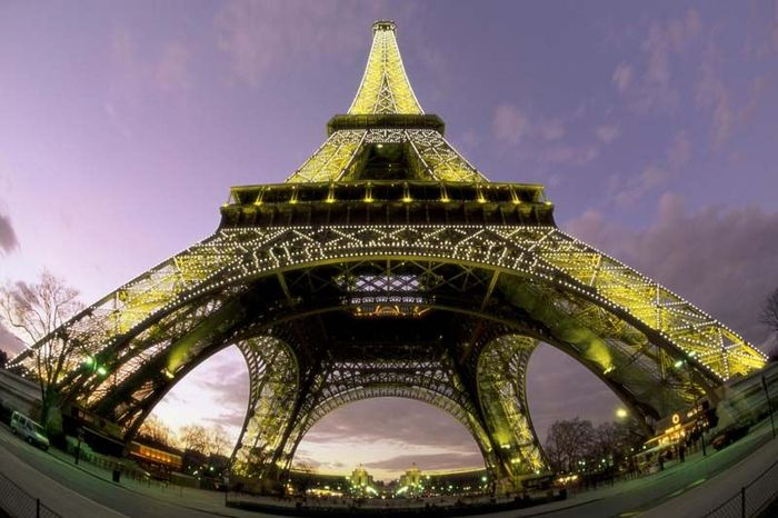 Эйфелева башня – вид снизу (13 фото)