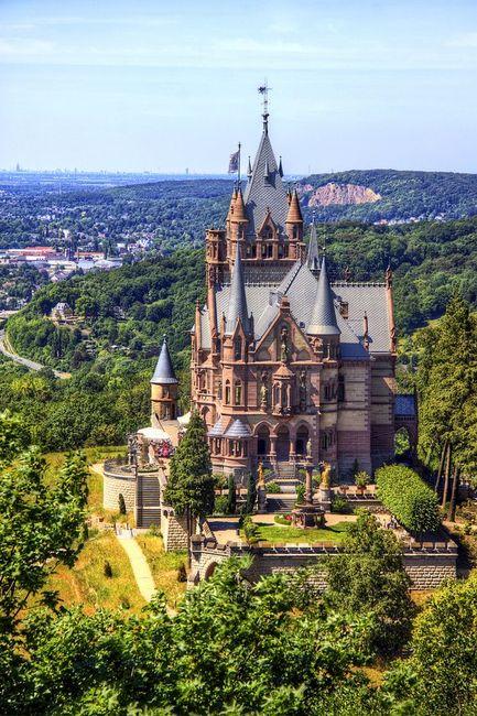 Необычный сказочный замок в Германии (20 фото)
