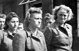 Надзирательницы фашистских концлагерей (13 фото)