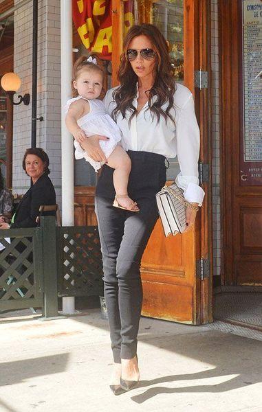 Виктория Бекхэм с дочкой Харпер (14 фото)