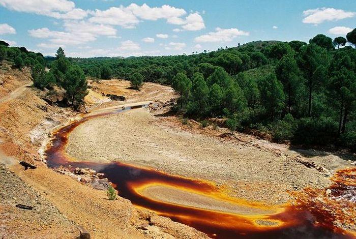 Испанская река Рио Тинто (10 фото)