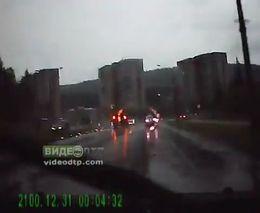 Молния ударила в машину