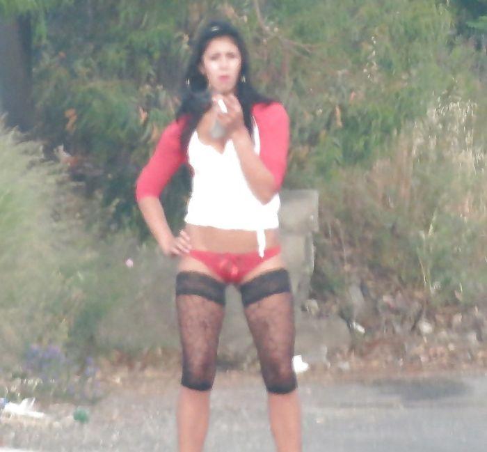 На проститутки ишут улицах клиентов