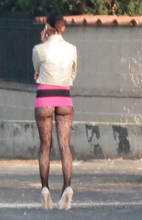 проститутки ишут клиентов на улицах
