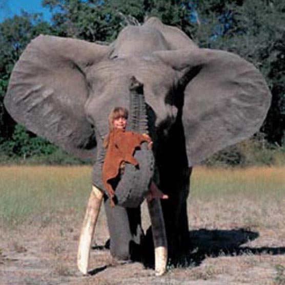 Девочка из Намибии, которая знает язык зверей (12 фото)