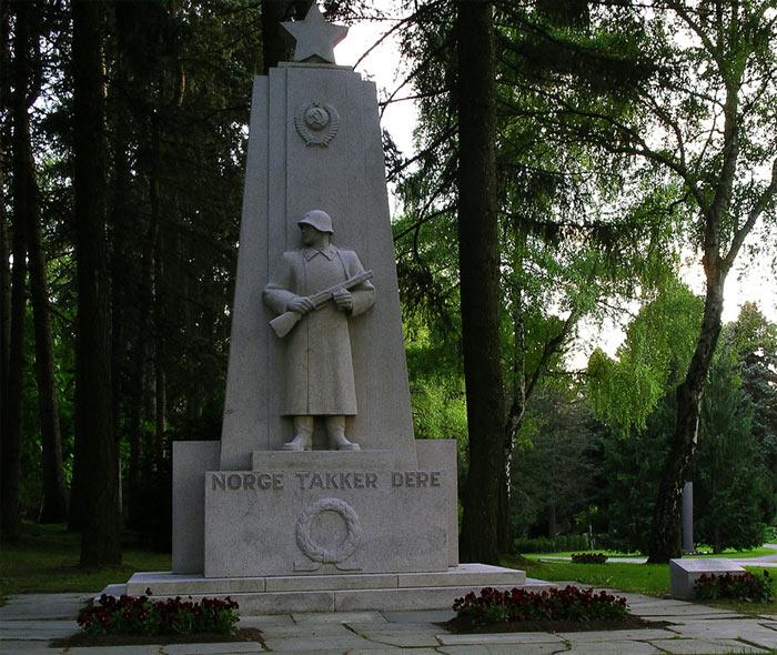 памятники павшим воинам вов за рубежом фото почему чернигове только
