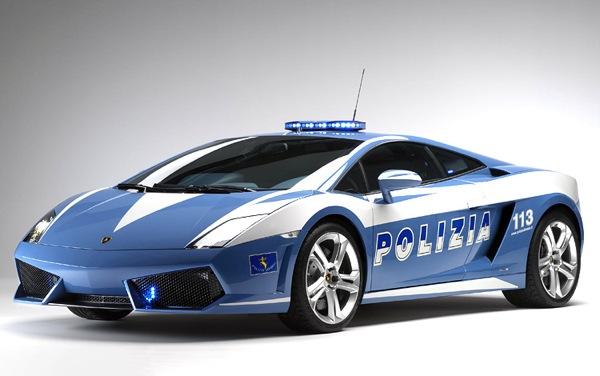 Кроме погонь за злобными нарушителяs;ми и особо рьяными гонщиками полицейские автомобили Gallardo используются в качестве экстренной медицинской помощи на автобанах.