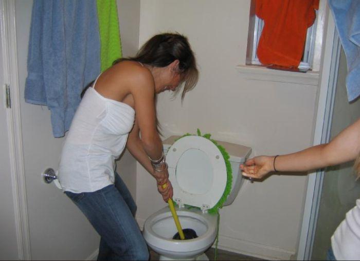 tualet-kak-zhenshini-pisayut-sovrashenie-zrelih-lesbiyanok