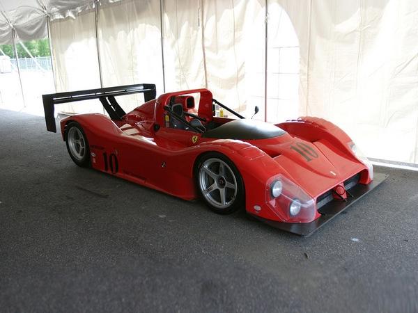 Эксплуатационные показатели Ferrari 333 4.0<br> Время разгона от 0 до 100 км/ч (МКП/АКП) 3.3 / -<br> Максимальная скорость, км/ч (МКП/АКП) 367 (-)<br> Двигатель Ferrari 333 4.0<br> Тип бензиновый V12<br> Рабочий объем, куб.см 3997<br> Мощность, л.с. (кВт) при об/мин 650 (478) / 11000<br> Максимальный крутящий момент Нм при об/мин 447 / 9000<br> Трансмиссия Ferrari 333 4.0<br> Тип МКПП<br> Привод задний<br> Кузов Ferrari 333 4.0<br> Габариты, ДхШхВ 4569 X 2000 X 1025<br> Снаряженная масса автомобиля, кг 884.5