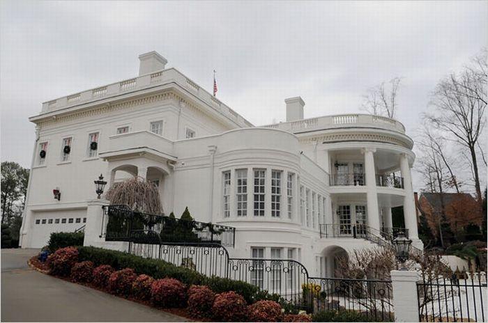 На продажу выставлен Белый Дом (18 фото)