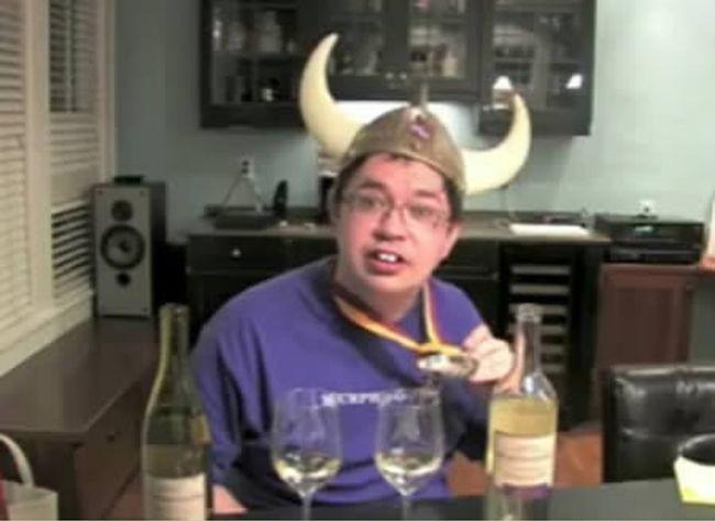 Тестер вина и блоггер.<br>Чувак бухает вино, и пишет о своих ощущениях.. ему еще и платят $10,000 в месяц.
