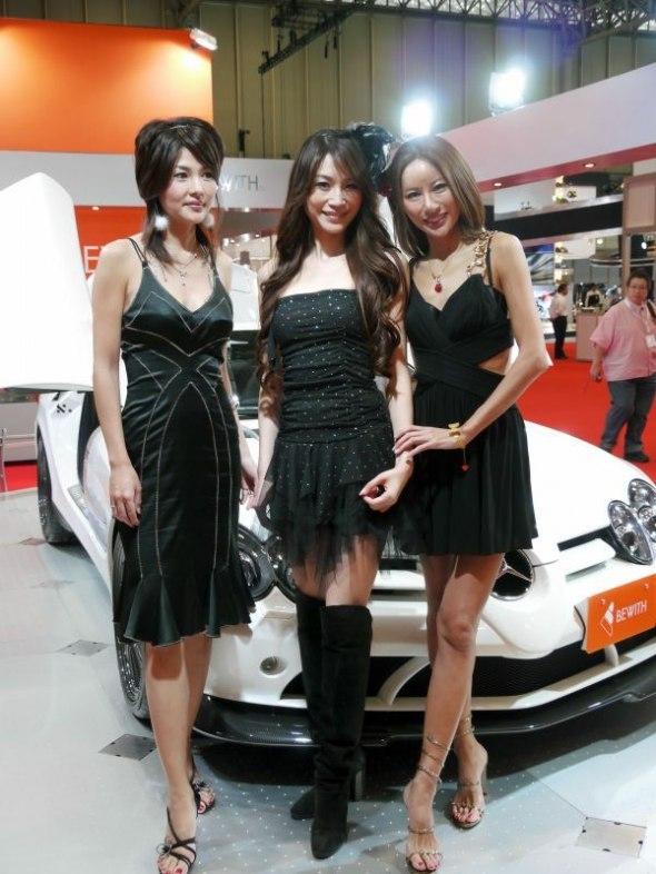Девушки с выставки автомобилей в Японии (44 фото)