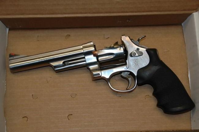 Разорвавшийся пистолет (4 фото)