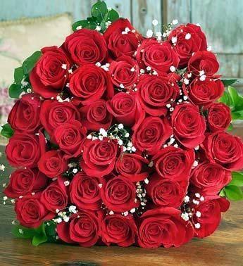 9. В самом конце не такой уж и роскошный подарок, зато приятный и самое главное постоянный. Спортсмен 60-х годов Джо Ди Маджио оказался преданным поклонником, изо дня в день влюбленный носил красные розы в подарок Мэрилин Монро, даже когда они расстались, даже после смерти на ее могиле каждый день появлялись свежие красные розы. Вот это преданность, о такой мечтает, наверное, каждая девушка, ну и кто сказал, что не существует вечной любви?