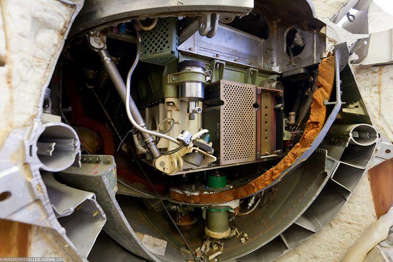6. Космический аппарат внутри.