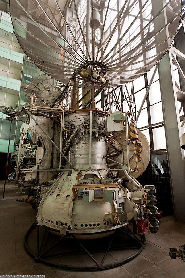 18. Какой-то космический аппарат с большими антеннами.