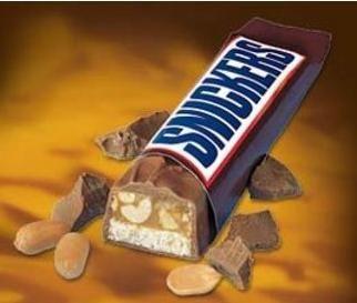 """В России первые шоколадные батончики Сникерс появились в 1992 году и позиционировались, как снэк, заменяющий полноценный обед. Бывший советский потребитель долгое время не мог привыкнуть к тому, что на обед вместо супа можно есть шоколад, и покупал Snickers в качестве """"сладкого к чаю"""".  После того, как агентство BBDO Moscow, Snickers перепозиционировало Snickers для подростков, которые любят сладкое и не любят суп, продажи популярного батончика пошли в гору."""