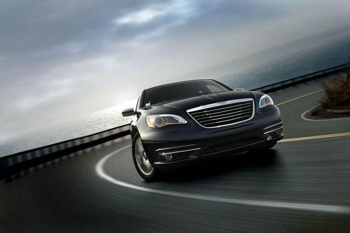 Первые фотографии Chrysler 200 (12 фото)