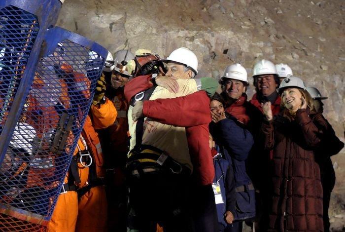 Счастливое завершение истории 33 чилийских шахтеров (33 фото+видео)