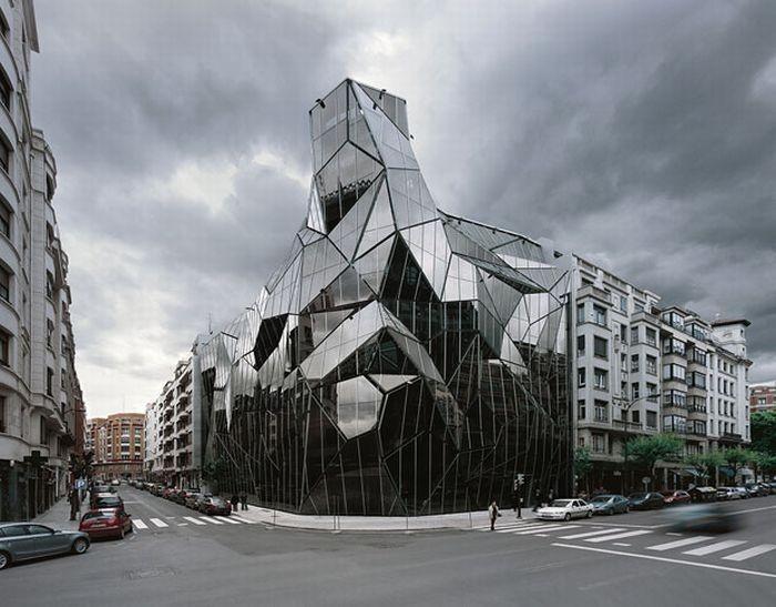 Необычное здание в испанском городе Бильбао (16 фото)